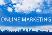 Online marketing text on cloud — Stockfoto