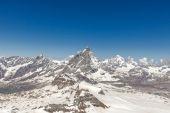 Mountain Matterhorn with blue sky Zermatt, Switzerland — Stock Photo