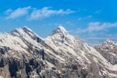 Jungfrau i̇sviçre mavi gökyüzü ile dağ — Stok fotoğraf