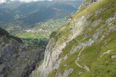 Trail in mountains nearby Grindelwald in Alps in Switzerland — 图库照片