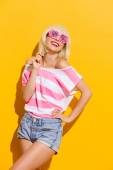 Smiling summer girl in pink glasses — Foto de Stock