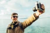 Man takes self portrait on coastline — Stock Photo
