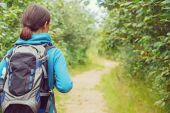 Hiker woman with backpack, rear view — Stock Photo