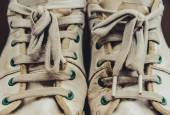 Dirty old sneakers — Stock Photo