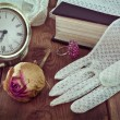 Vintage women's jewelry and gloves. — Foto Stock #58272321