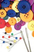 Kit de costura e botões coloridos — Fotografia Stock
