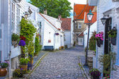 Old street with white wooden houses with tiled roofs in the cent — Stock Photo