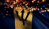 バルバドスの国旗光夜ボケ抽象的な背景 — ストック写真