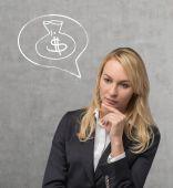 Kobieta myśli o pieniądze — Zdjęcie stockowe