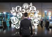 Businessman looking to plan — Stockfoto