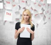 Businesswoman with document — Stock Photo
