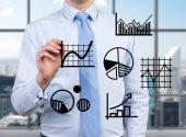 Businessman darwing charts — Стоковое фото