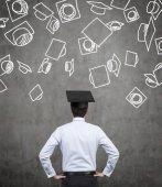 Étudiant en chapeau de bachelor — Photo