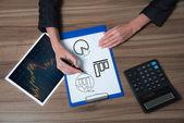 Businesswoman analyzes charts — Stock Photo