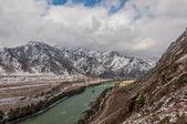 Mountain river first snow autumn — 图库照片