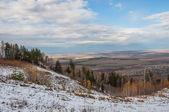 Letecký pohled na lesní vesnice pole sníh podzim — Stock fotografie