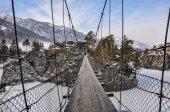 Suspension footbridge mountains winter — Zdjęcie stockowe