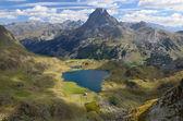 Peak du Midi d'Ossau and the lake Gentau in the Atlantic Pyrenees — Stock Photo