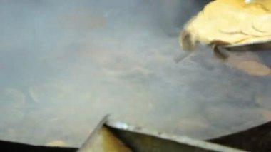 Indian flat bread puri. Fried in oil — Stock Video