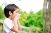 Little boy shouting on the hill — Stock Photo