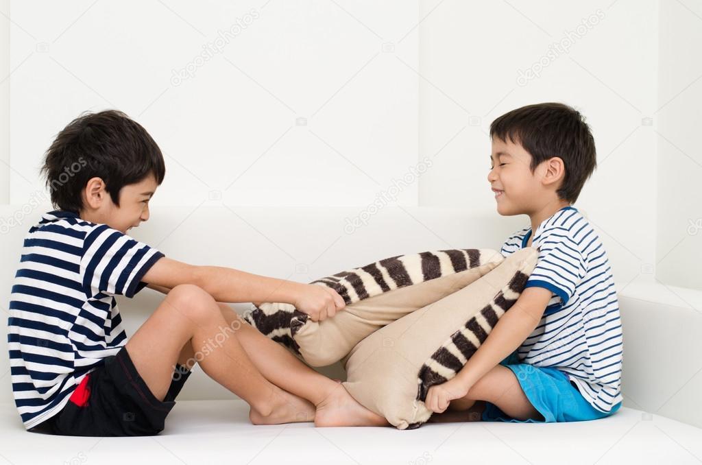 азиат брат спит с сестрой