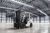 Forklift loader in large modern storehouse — Stockfoto