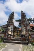 ворота храма на бали, индонезия — Стоковое фото