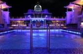 Piscina di notte su una nave da crociera — Foto Stock