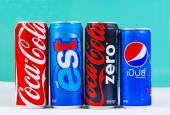 BANGKOK, THAILAND - SEPTEMBER 7, 2014: Cans of Coca-Cola, Pepsi  — Foto de Stock