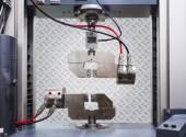 Engineering testing machine, tensile strength test — Stock Photo