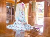 Young muslim woman praying for Allah — Stock Photo