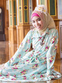 Young asian muslim woman in full decorated dress — Stok fotoğraf