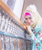 Young asian muslim woman in full decorated dress — Stock fotografie