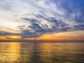 The tropical sea with coloful sunrise on the sky — Stock Photo