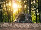 Recreational camping tents on sunset background — Stock fotografie