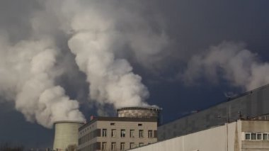 Smoke rising from coal power plant — Stock Video