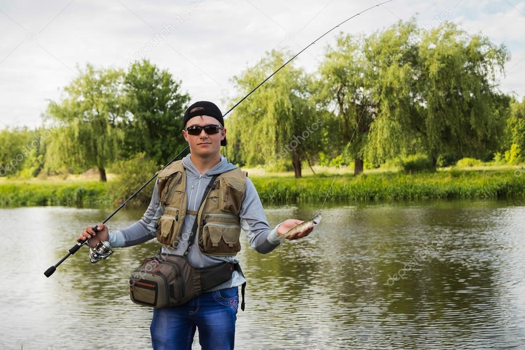 люди на рыбалке