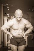 Muscular man bodybuilder — Stock Photo