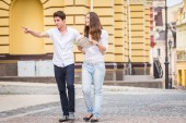 Couple walking along the street — Foto Stock