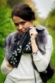 Girl posing  in fur scharf — Stock Photo