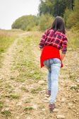 Girl in casual clothes climbs uphill — Stock Photo