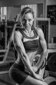 Woman shows her muscles — Stock Photo