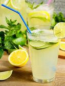 新鲜柠檬汁饮料 — 图库照片
