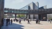 People near European Parliament in Brussels — Stock fotografie