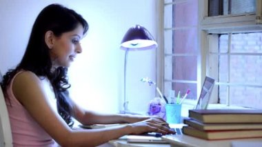 Woman studying on a laptop — Stockvideo