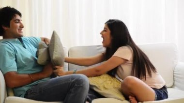 Brother and sister pillow fighting — Stock Video