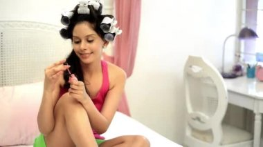 Woman applying nail polish — Stock Video