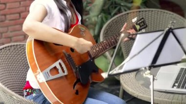 Woman playing a guitar — Stock Video