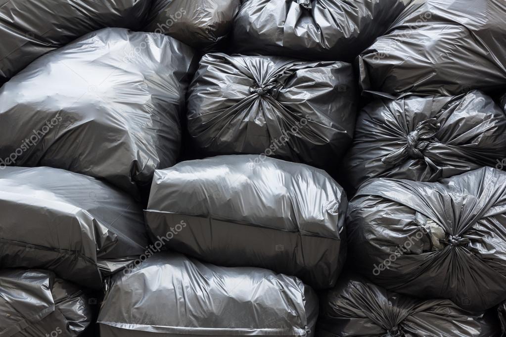 Des Sacs Poubelles Noirs : Tas de sacs poubelle noirs photographie amstockphoto