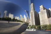 Cloud Gate sculpture in Millenium Park, Chicago, Il, Usa — Stock Photo